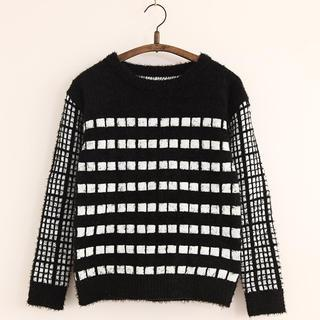 11.STREET - Contrast Plaid Sweater